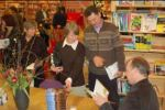 stewart-onan-visiting-bookstore-in-the-netherla_img_20